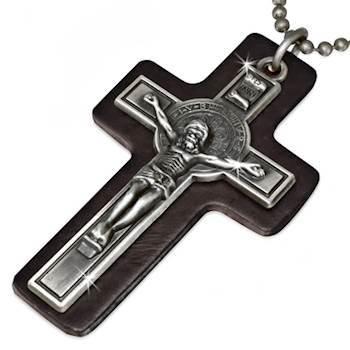 Kors med læder.