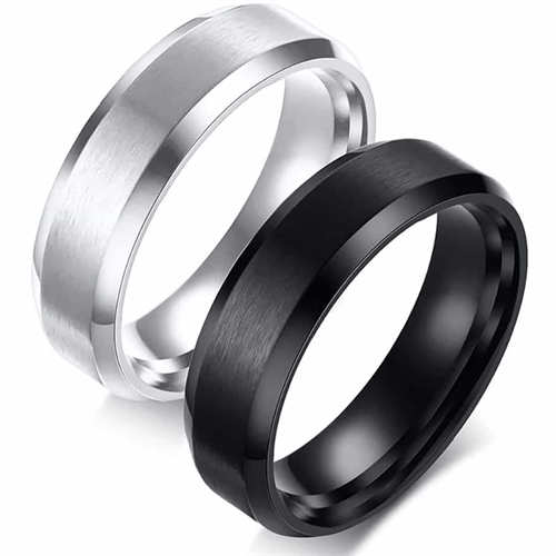 Image of   Hew Forlovelsesring sort eller blank stål