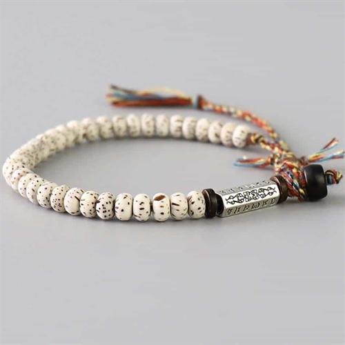 Bodhi håndknyttet perlearmbånd.